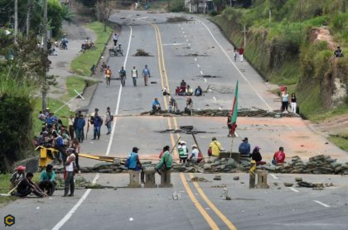 El masivo bloqueo indígena afecta la construcción en el suroccidente de Colombia