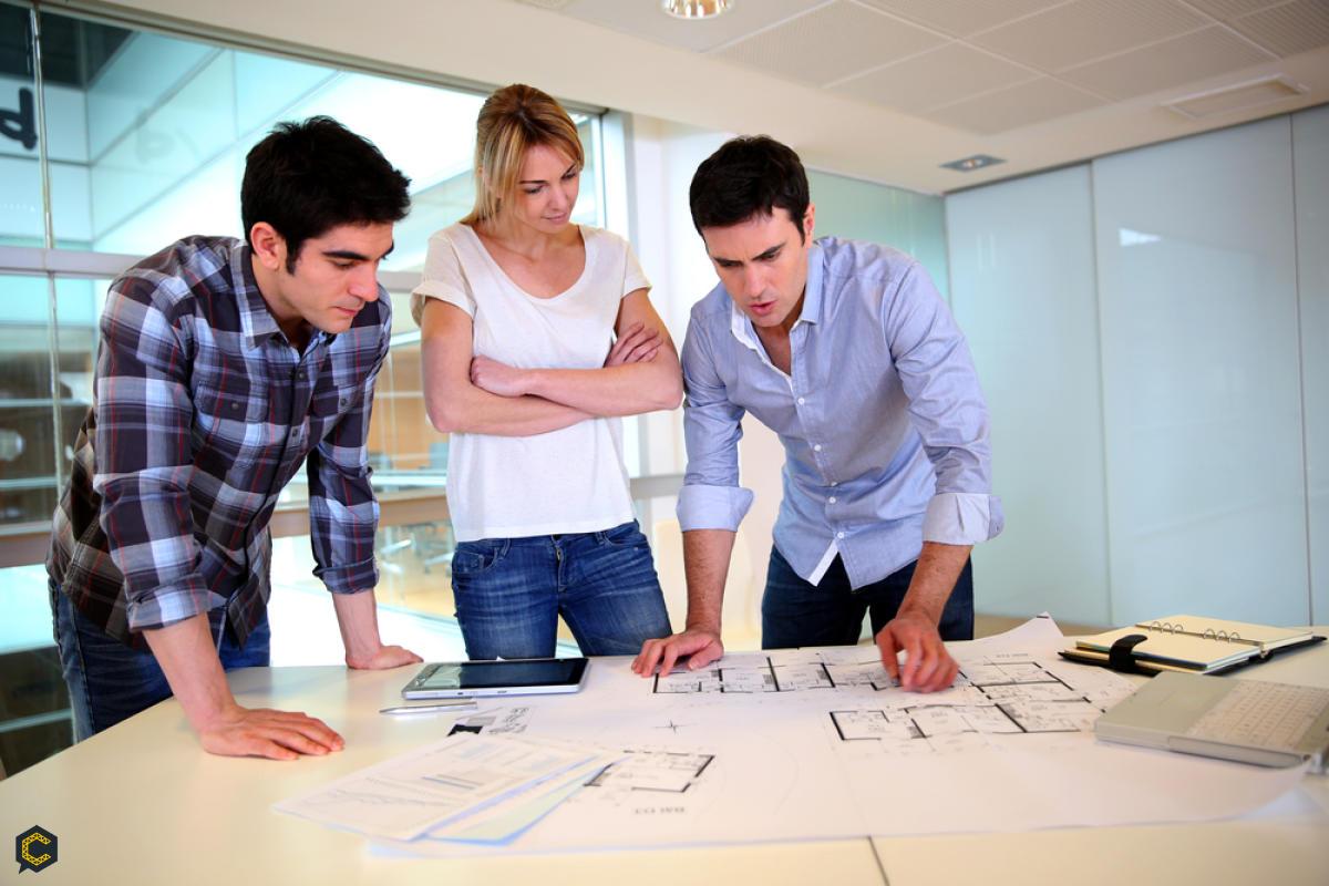 Compañia requiere de manera urgente profesional Arquitecto con titulación