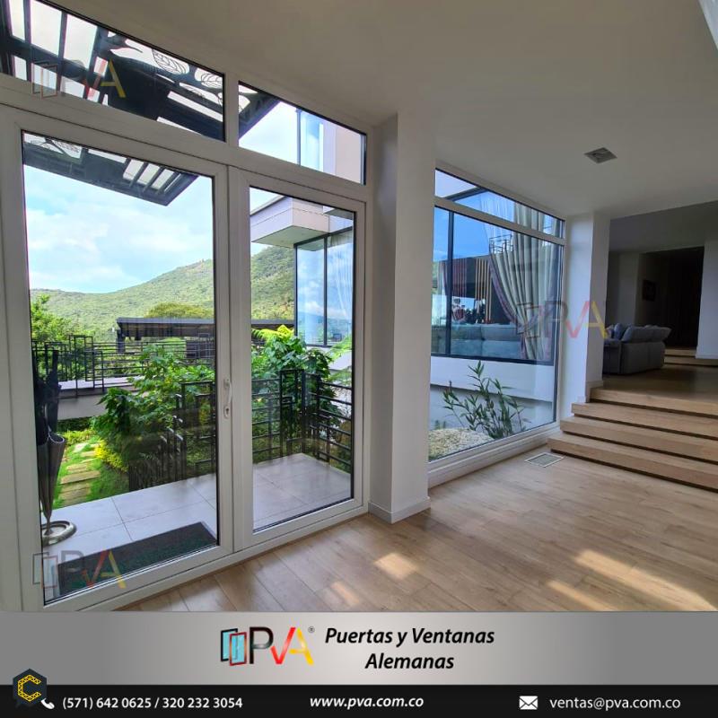 Brindamos alta calidad, confort y diseños modernos para su hogar con aislamiento de ruido y frio, ¡cotiza con nosotros!